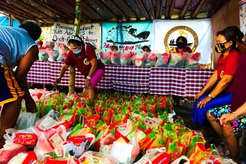 """""""Nutri-lief"""" distribution (composed of 8 kg rice, nutritious vegetables and more) at a Bacoor City fisherfolk community by Youth Advocates for Climate Action Philippines (YACAP), Tulong Anakpawis and Sagip Kanayunan."""